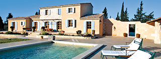 Holiday homes pool France