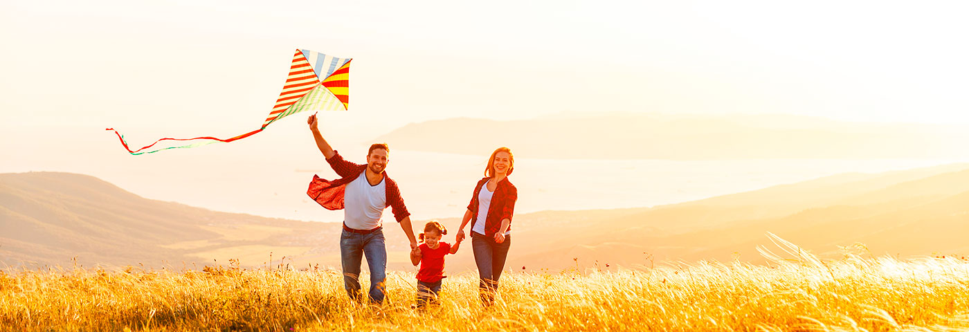 Autumn holidays in a holiday home - family time, kite flying, mountains, lakes